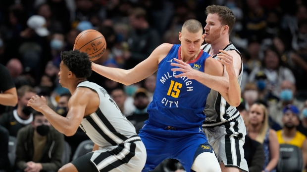 Jokic posts 32 points, 16 boards; Nuggets top Spurs