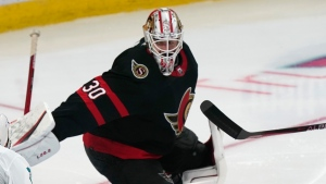 Sens' Murray leaves after third period injury