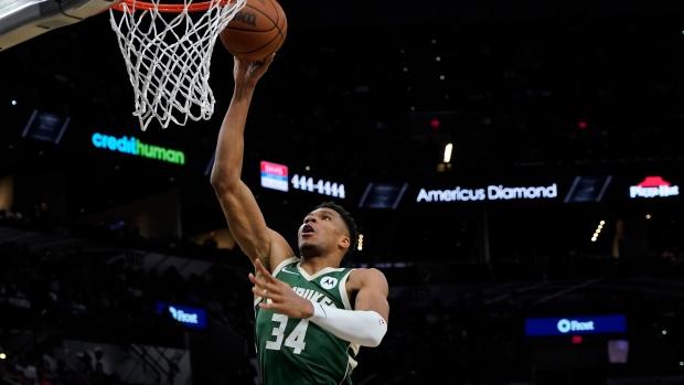 Middleton, Antetokounmpo carry Bucks past Spurs