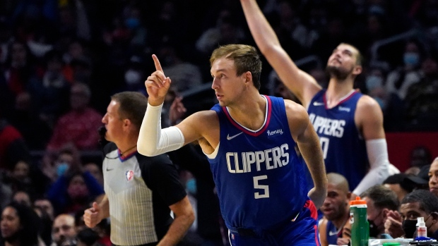 Kennard has 23, Clippers rout Trail Blazers for 1st win