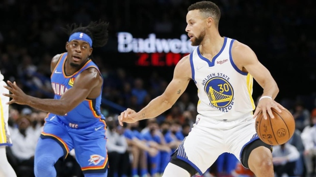 Curry scores 23, Warriors top Thunder to remain unbeaten