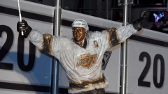 Luc Robitaille statue