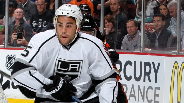 LA Kings re-sign Andy Andreoff for 2 years, $1.355 million
