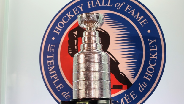 Stanley-cup-at-the-hockey-hall-of-fame