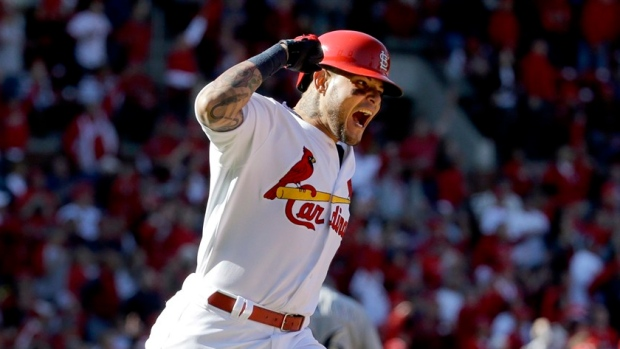 Cardinals sign Yadier Molina to 3-year extension