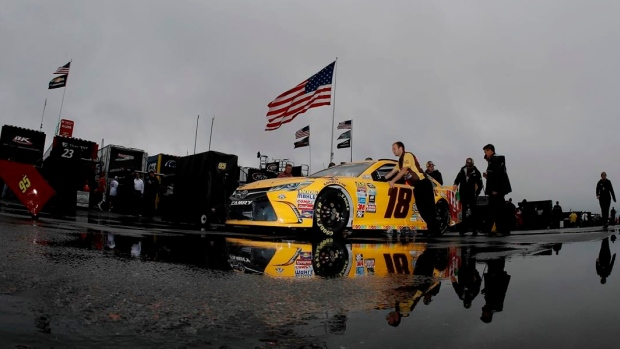 Kurt Busch stretches fuel for victory at Pocono