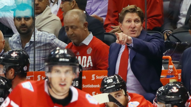 Mike Babcock and Sidney Crosby