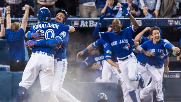Toronto-blue-jays-celebrate