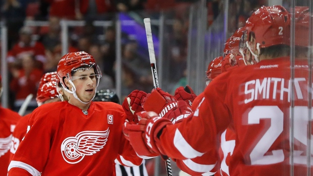Red Wings re-sign Larkin to 5-year contract