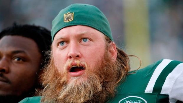 Jets release Mangold, veteran center says