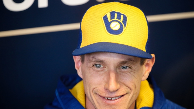 Craig Counsell signs three-year extension with Milwaukee