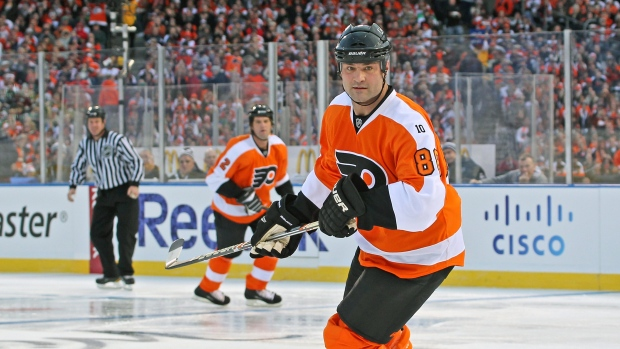 61f1b97d130 Flyers offered Lindros a comeback - TSN.ca