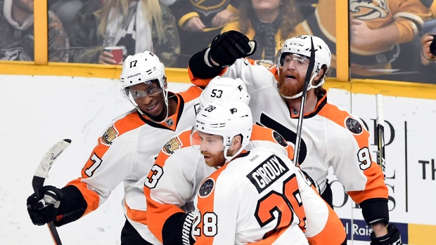 Wayne-simmonds-and-flyers-celebrate