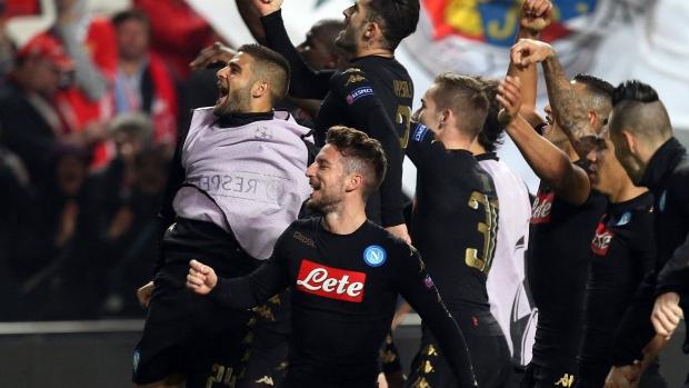 Napoli-players-celebrate