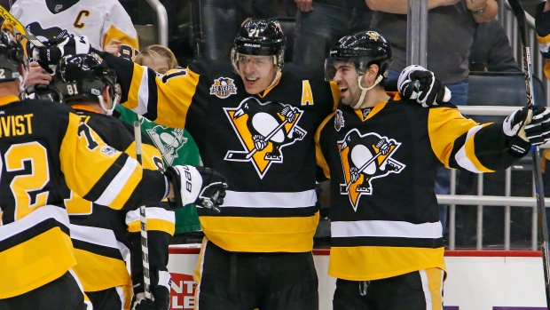 Evgeni-malkin-and-penguins-celebrate