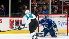 Patrick Marleau scores 500th career goal on Ryan Miller