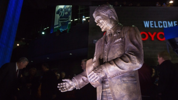 Pat-quinn-statue