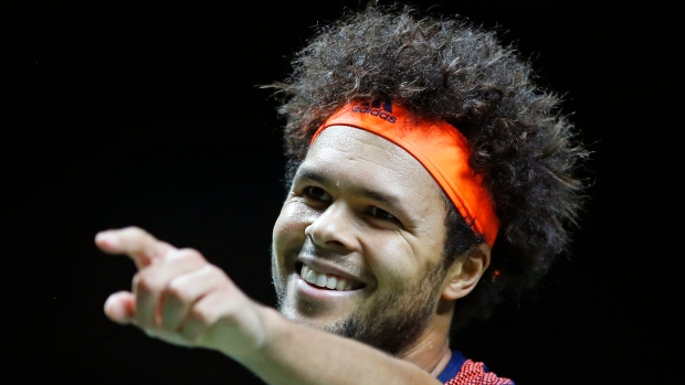 Tsonga beats Kyrgios to close on consecutive titles