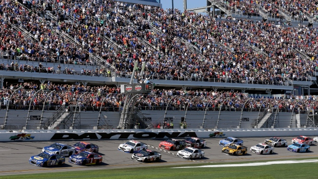 Alex Bowman and Denny Hamlin play it safe in the Daytona Duels