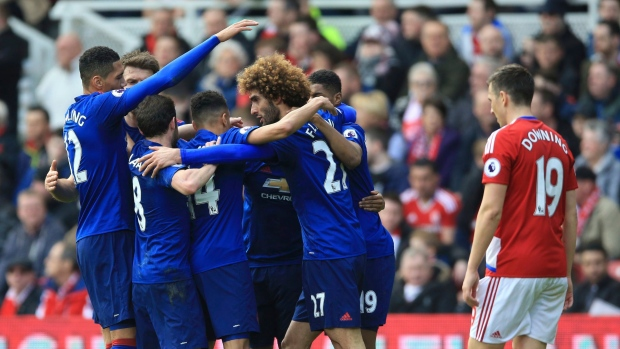 Marouane Fellaini and Manchester United Celebrates