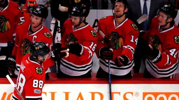 Chicago-blackhawks-celebrate-goal