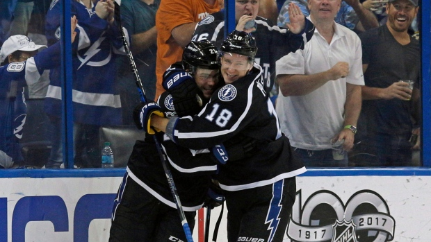 4fd123ff7aa Point scores twice to lead Lightning past Sabres - TSN.ca