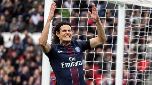Cavani scores again as PSG beats Montpellier 2-0 to go top