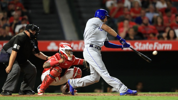 Royals bats go for 16 hits, 3 HR in beating Giants