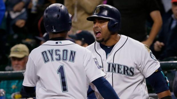 Jarrod-dyson-and-nelson-cruz-celebrate