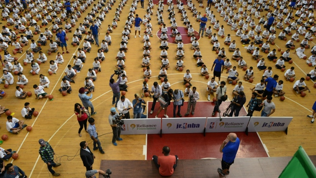 78ea840ad878 KD sets record for largest basketball lesson in India - TSN.ca
