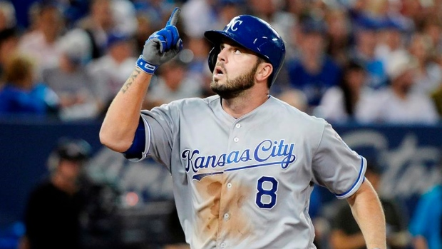 Mike Moustakas agrees to deal to return to Royals