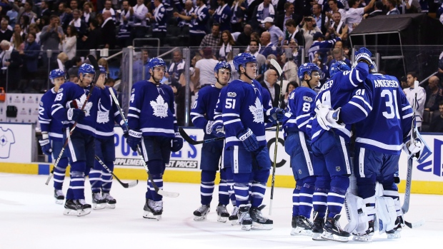 Toronto-maple-leafs-celebrate-win