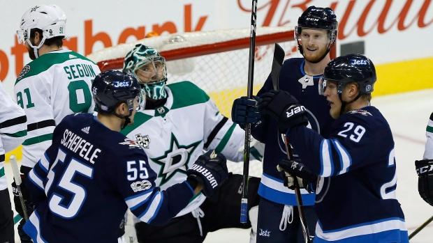 Winnipeg-jets-celebrate-goal