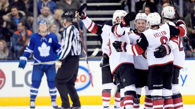 Raanta-coyotes-beat-maple-leafs-4-1-end-toronto-s-win-streak-at-six-games-article-image-0