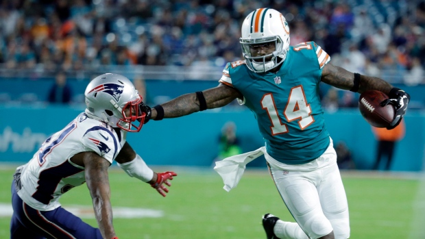 Bears and Dolphins discussing Jarvis Landry for Jordan Howard trade