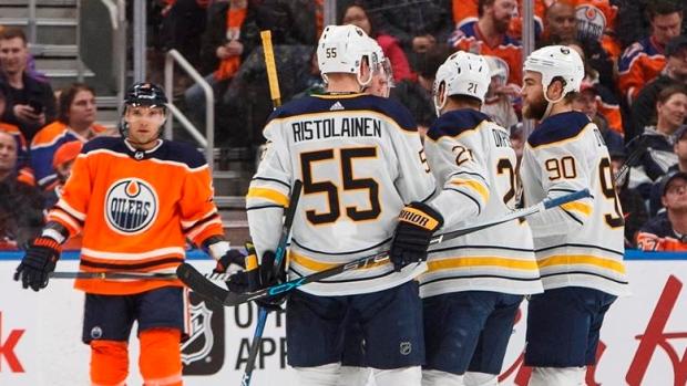 Buffalo-sabres-celebrates